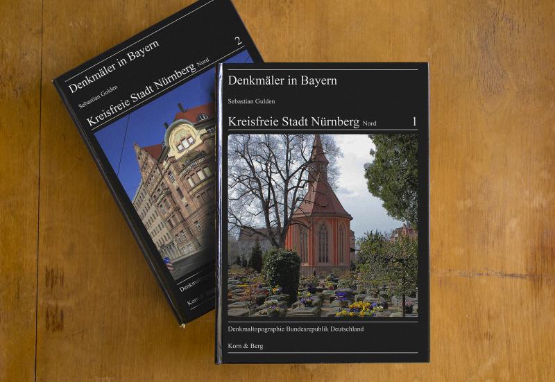 Zwei Bände der Reihe Denkmäler in Bayern.